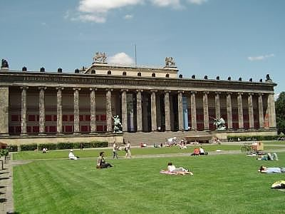 Берлин : отели, туры, отдых